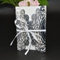 50 unids/lote papel tarjeta de invitación sobre con bowknot hueco flor diseño invitación de boda carta wd905