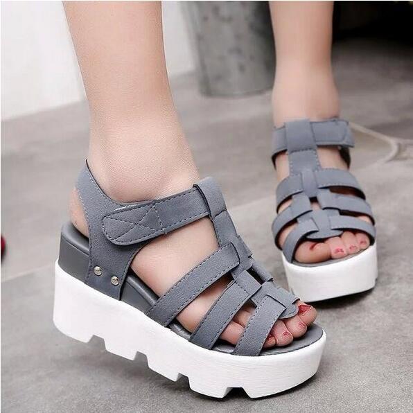 6aedf99c1 Venta caliente 2016 nueva moda de verano altas sandalias de la plataforma  mujeres Ladies Casual Shoes China negro y gris envío gratis B055 en  Sandalias de ...