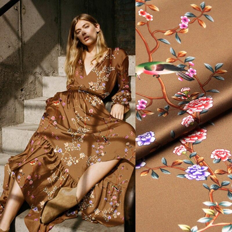 118 CM de large 19 MM 93% soie et 7% Spandex imprimé Floral Stretch brun jaune soie Satin tissu pour robe Cheongsam D1030