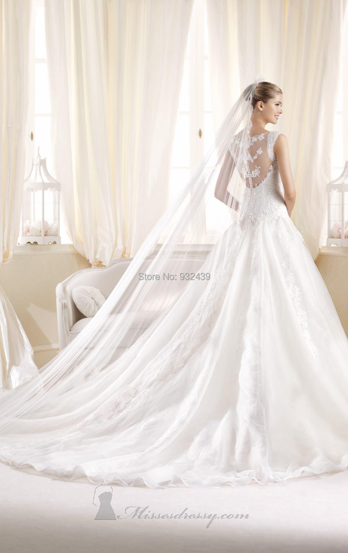 wedding dress wedding dress cape Naeem Khan Bridal Fall Wedding Style Inspiration LANE why do i love the idea of a cape