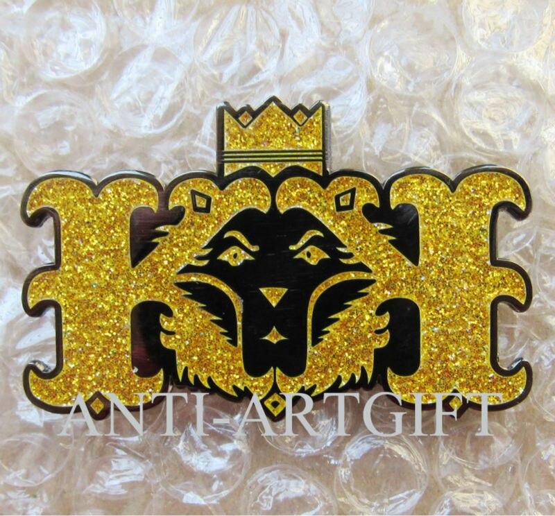 Подгонянная имитация жесткий эмальный Лев булавка значок блёстки высокого качества желтый фон черная краска