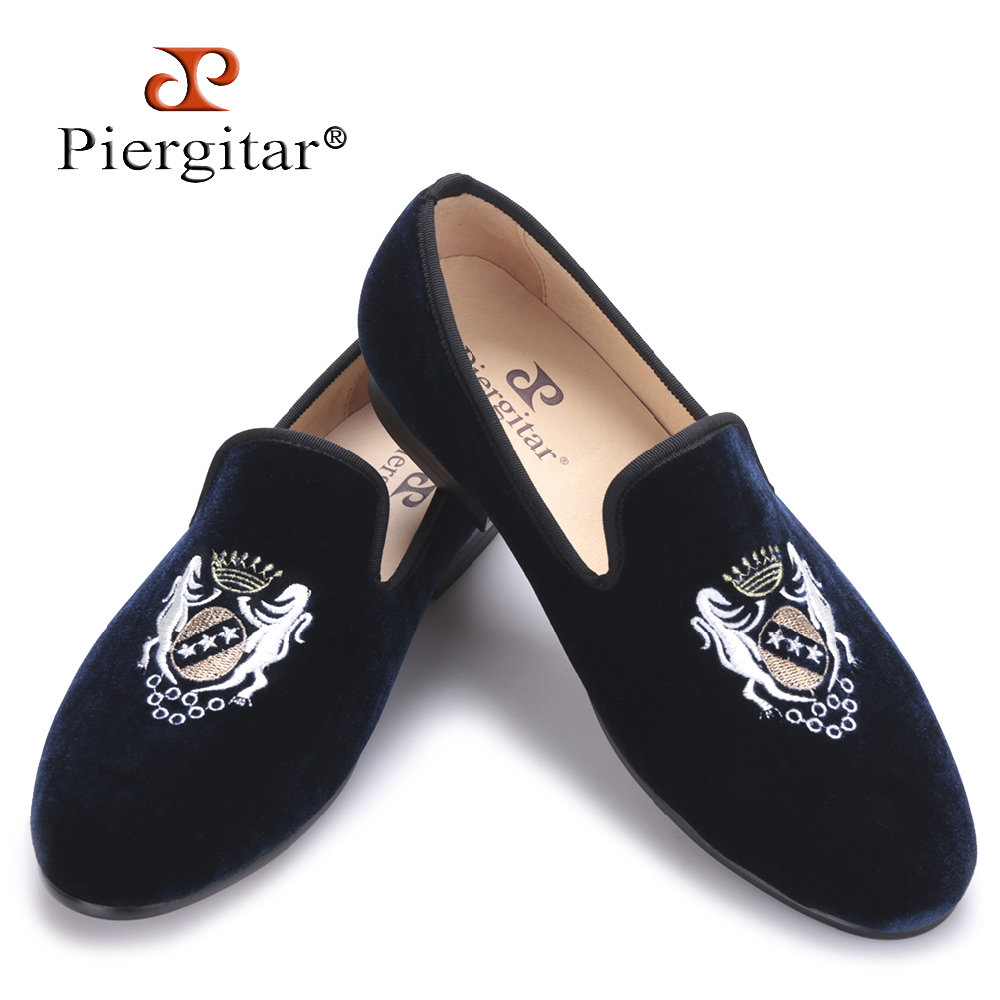 Fashionable embroidery Velvet Men Shoes Men Plus Size Loafers wedding and party shoe Men Flats Size