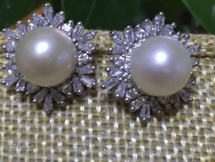 Charmante paire de 10-11mm mer du sud blanc perle boucles doreilles 925 sCharmante paire de 10-11mm mer du sud blanc perle boucles doreilles 925 s
