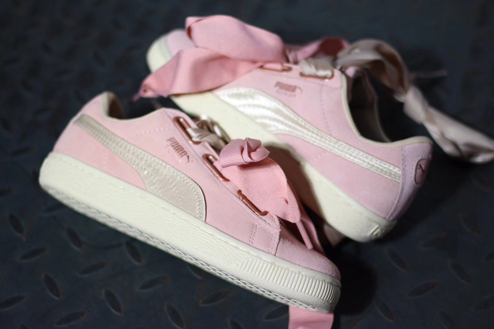 c1d6216ba33 2018 New Arrival PUMA Women s Suede Heart Satin women s Sneakers Badminton  Shoes size35.5-40