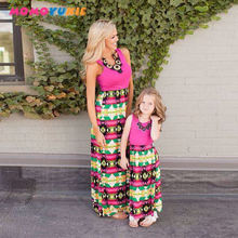 Платье макси для мамы и дочки без рукавов в полоску