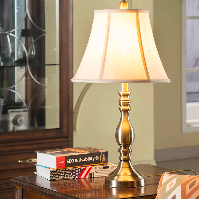 Continental American luxury retro copper table lamp modern minimalist fashion creative study bedroom bedside table