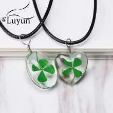 Luyun Jewelry Gift Four-leaf Clover Summer Style Plant  Handmade Dried Flower Pendant Necklace Womens Chains
