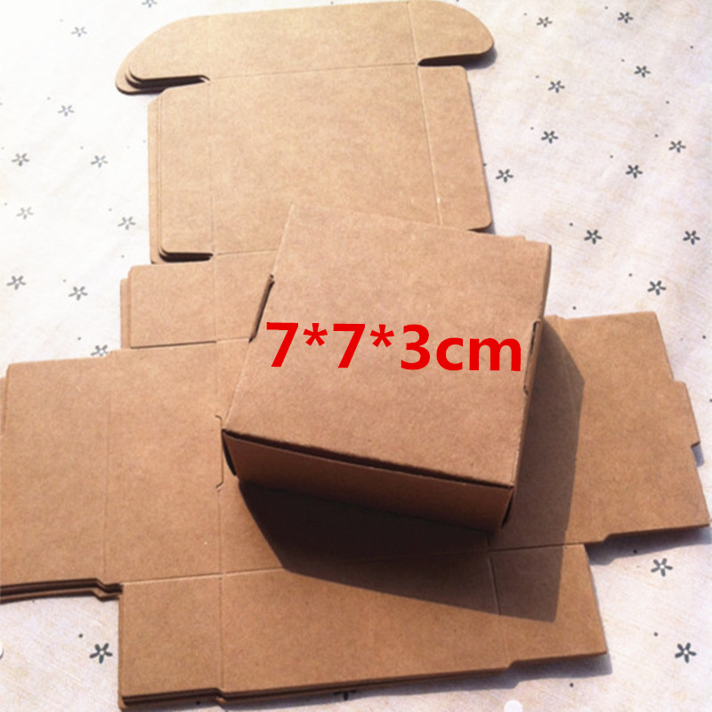 50PCS 7X7x3CM Black Brown Carton Kraft Paper Box Wedding Favors and White Gift Box Candy Box for Chocolate Party Favor for Guest