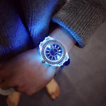 100a2bd0f45e Luminoso LED deporte mujeres Relojes de cuarzo reloj de los hombres de silicona  pulsera brillante Relojes Mujer 2018 amante