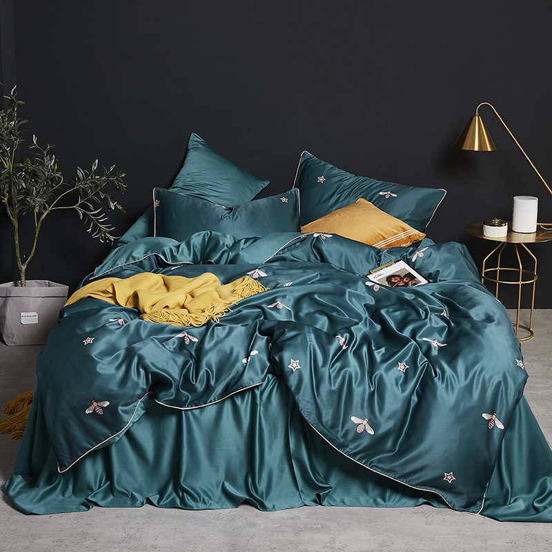 Luxury Satin Silk Bed Linen China Silk Bedding Sets Queen King Size Floral Honeybee Stars Duvet Cover Bedcloth Summer Bed Sheets
