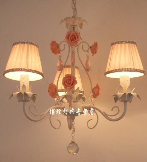 ยุโรปโคมไฟระย้าเหล็กคริสตัลโคมไฟเทียนเด็กwroungเหล็กเซรามิกดอกไม้รับประทานอาหารห้องนอนโคมไฟ-ใน โคมไฟแบบห้อย จาก ไฟและระบบไฟ บน title=