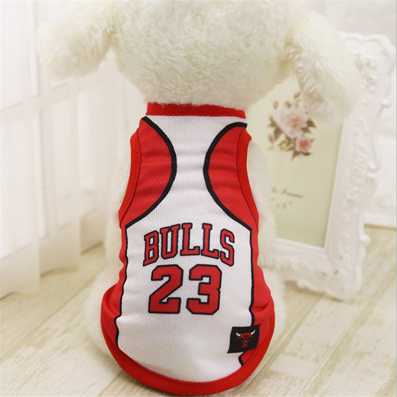 buy popular 53ea1 96c2a € 2.02 27% de réduction|Chicago Bulls printemps été chien animal gilet  chiot T Shirt chien vêtements Sportswear football jersey-in Pulls à capuche  ...