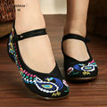 Woman Flat Shoes Colorful Peacock Embroidery Shoes Women Chinese Old Peking Casual Cloth Dancing Shoes Mary Jane Soft Flats 2017