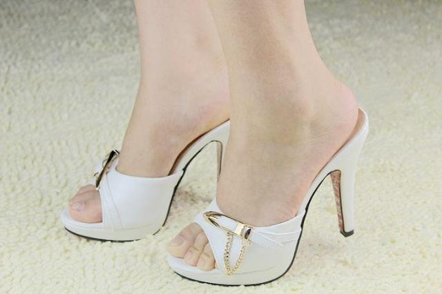 женщина открытый носок высокая пятки лето пленку пленку красивые