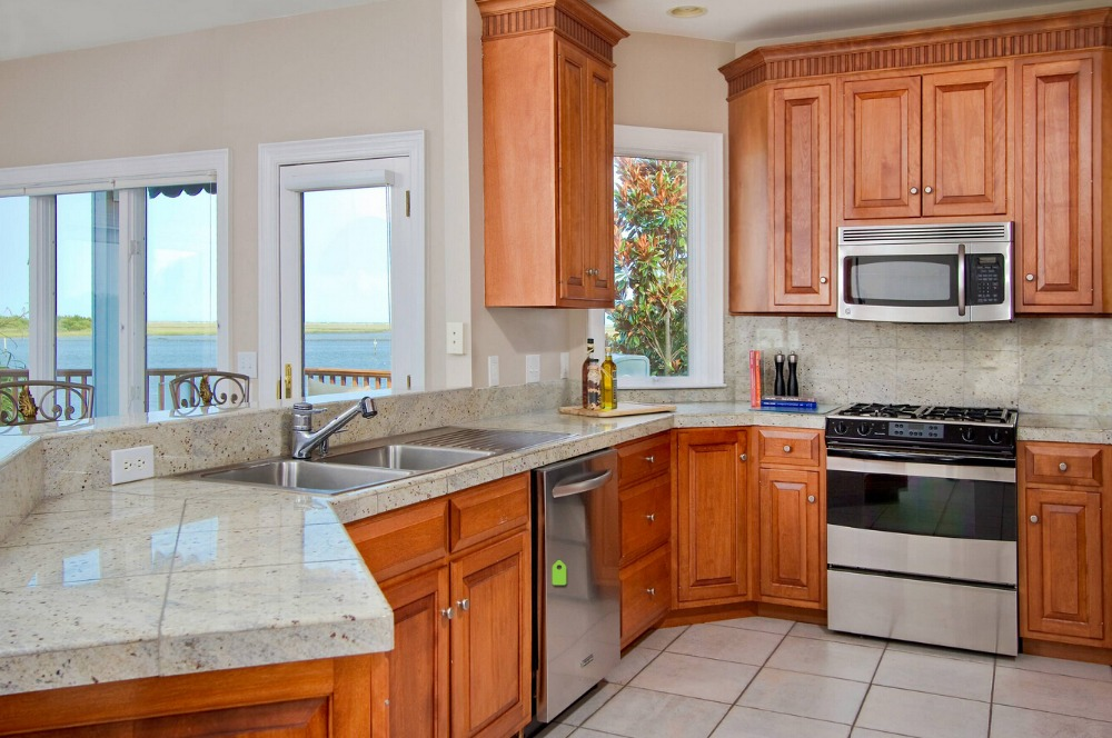 2017 traditional customized made solid wood kitchen cabinets matt white color wooden cabinets with island cabinets