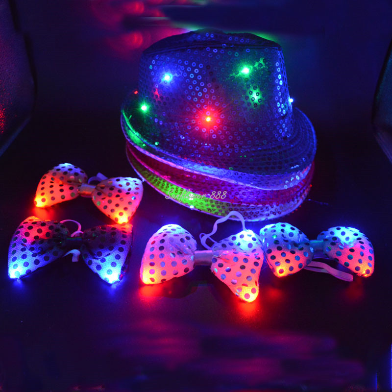 Kids Adult LED Light Up Lampeggiante Paillettes Jazz Cap Hat Neck Bow Tie Glow Decorazione di cerimonia nuziale Decorazioni per feste di compleanno Halloween
