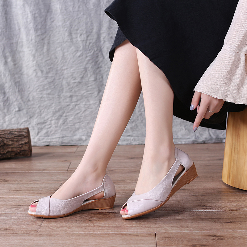 48616c1ec3db New-2018-European-high-quality-fashion-adults-sandals-hot-sales -beautiful-woman-sandals-solid-pure-pretty.jpg