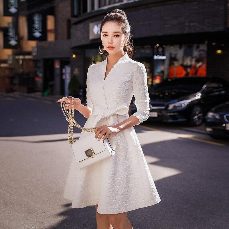 Dabuwawa Women White New V-Neck Slim-Fit Belted Elegant Trench Coat Windbreaker for Girls Party Outwear D18CTC012