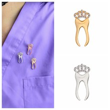 Strass dente Spille Brooches dei monili di monili Dente Dentista Zaino Accessori Dei Monili Spilli collezione Regalo per il medico(China)