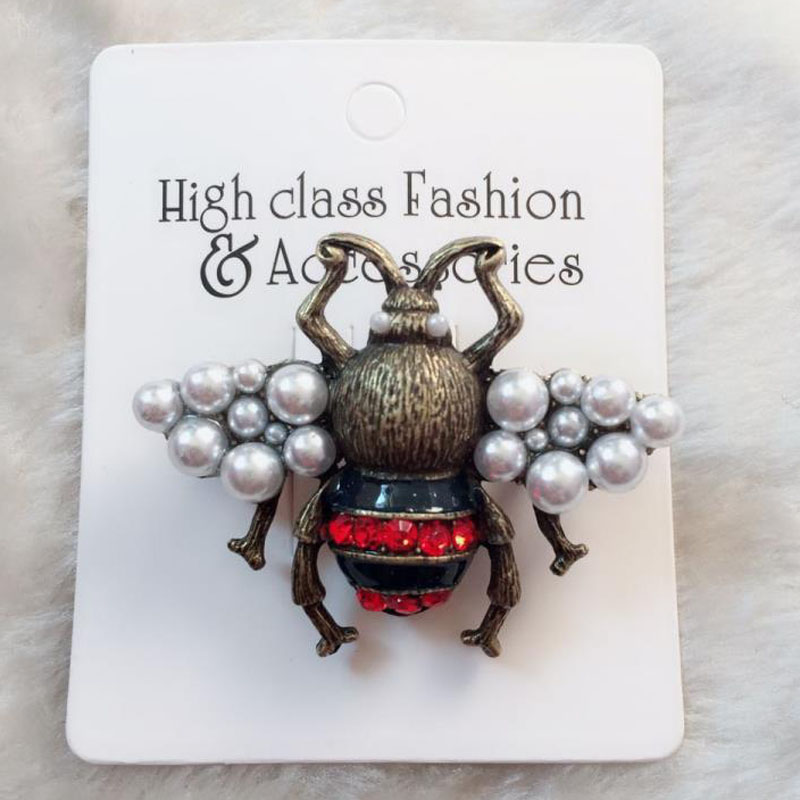 Cute Metal Special Bee Brooches Enamel Broches Golds Silver Pearl Crystal Hijab Pins Halloween Party Accessories