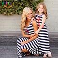 Mãe e filha vestidos de moda sem mangas listrado olhar família roupas combinando família clothing âncora do navio mommy and me vestido