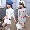 Crianças casuais carta impressão meninas vestido de bebê vestido da menina roupas Da Moda Manga Comprida Ruffles Crianças dos desenhos animados t-shirt roupas Vestido