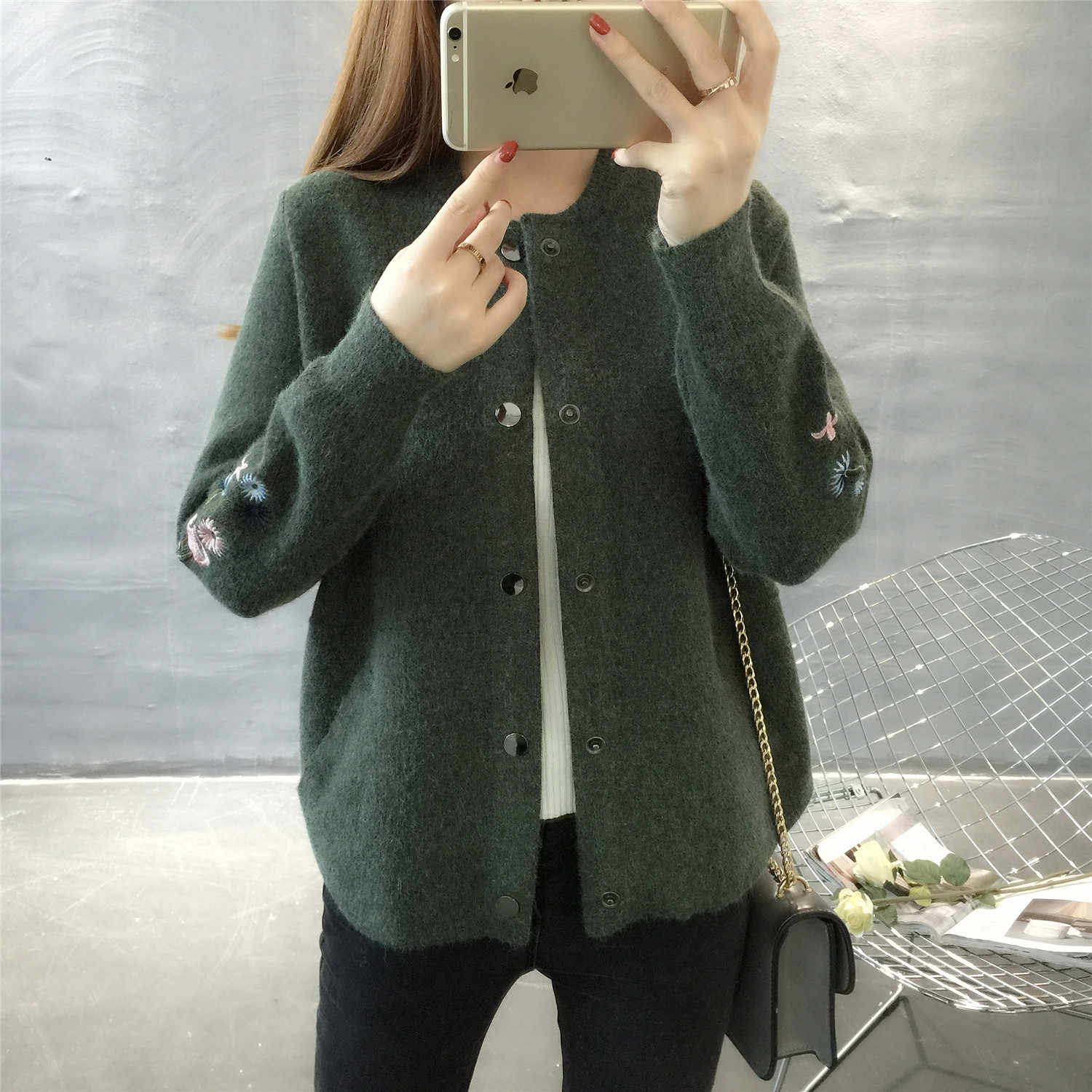 Hitz 2019 Korean long sleeved O collar knit shirt pocket embroidery sweater coat thick