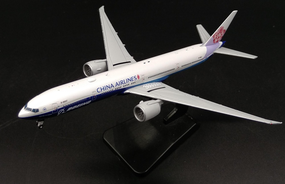 JCwing 1:400 Model of China Airlines Boeing B777-300ER alloy passenger aircraft B-18007 Collection model Holiday gift цена 2016