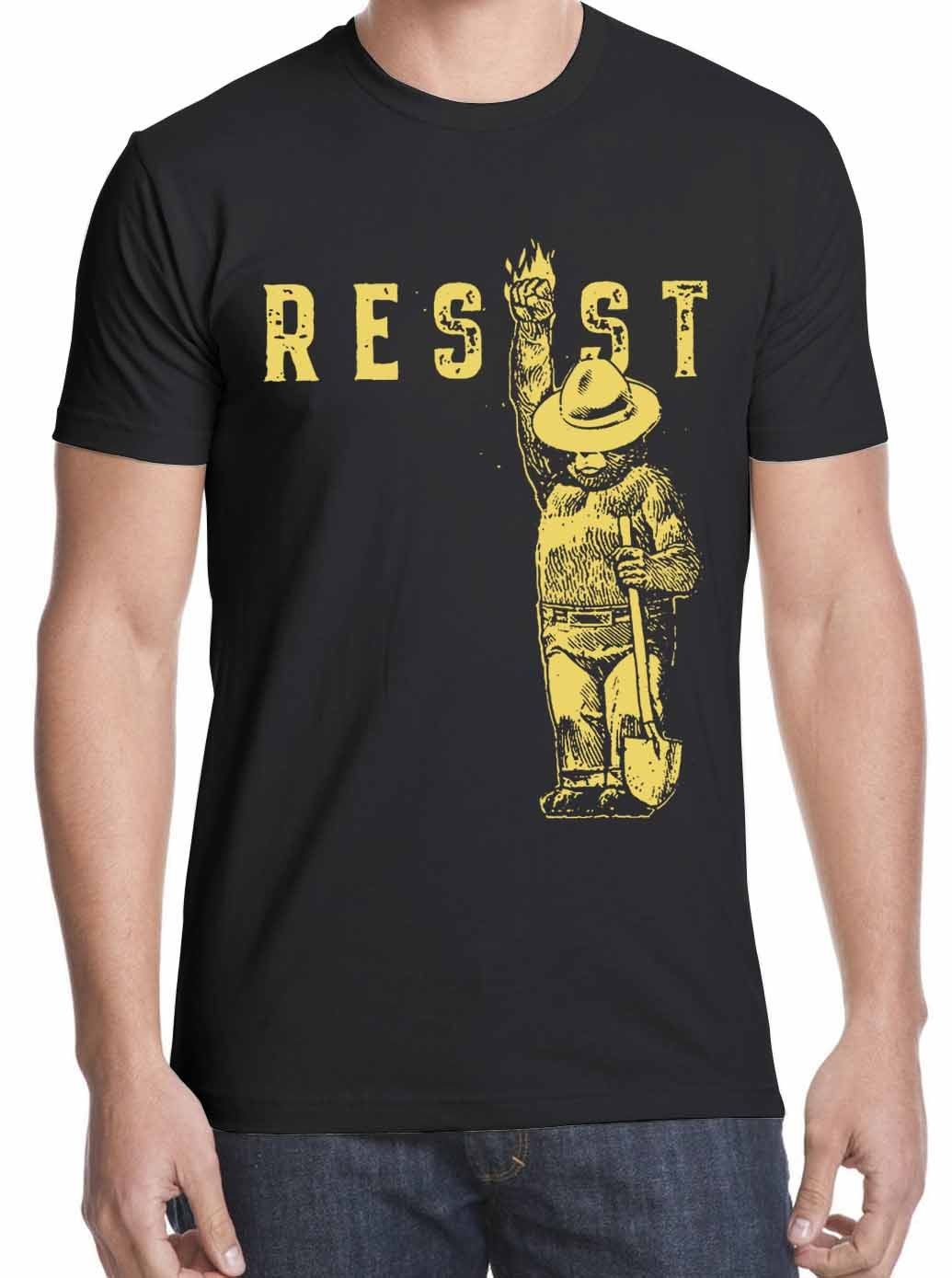 New Smokey Says, Resist Men's T-Shirt Black white free shippingFashion Summer Top Tee