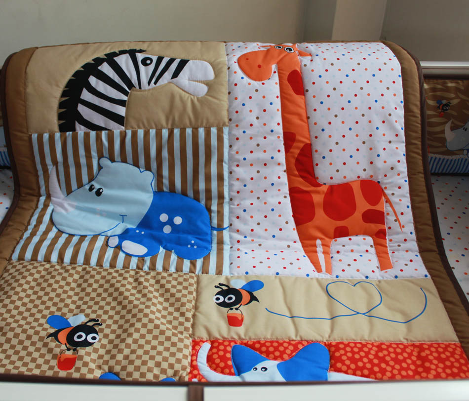 ¬ышивка джунгли ?ивотные мальчик детская кроватка кроватки ѕостельные ѕринадлежности омплекты 7 шт. одеяло ѕростыни Ѕамперы для автомобиля Bedskirt пеленки укладчик Ндеяло