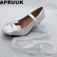 Gót chân giữa trắng bướm-knot giày cưới cô dâu thời trang handmade cộng với kích thước satin người ăn nói lỗ mảng belt bridal bơm giày