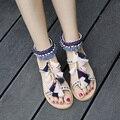 2017 Mulheres Boho Étnico Multicolorido Pom Pom Sandálias Calcanhar Plana Sola de Borracha de Couro Franja Pendão Sapatos Sandalias Con Pompones