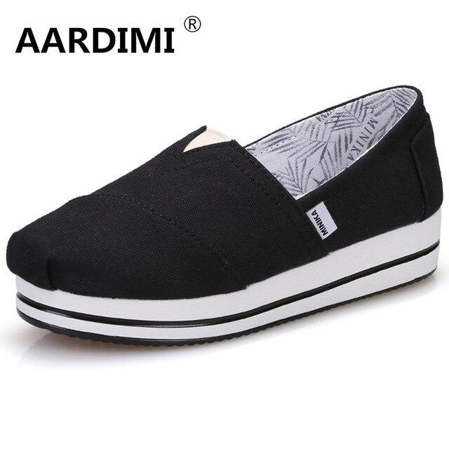 Nueva llegada solid negro blanco mujeres zapatos aumento de la altura pisos primavera slip on flat con zapatos de plataforma de las mujeres zapatos de lona