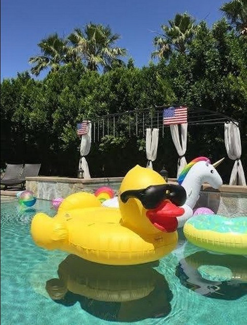 2016 New Style Inflatable Giant Rubber Duck Floating Pool Floating Row  Inflatable Adult Airmattress