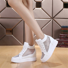 2017 New Summer Femmes Maille Plate-Forme Chaussures Hauteur Croissante Blanc Casual Chaussures Femme Coins Formateurs Respirant Tenis Feminino
