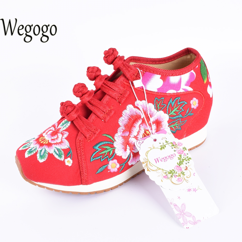 Wegogo Vintage Women's Travel Canvas Flats Shoes Tourism Floral Embroidered Shoes Single Walking Flats Size Shoes autumn new women flats vintage chinese old beijing shoes tourism embroidered floral single soft lace up shoes woman