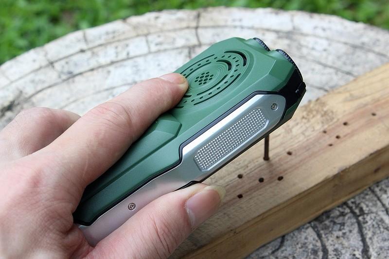 Ударопрочный мобильный телефон MAFAM с С TV, 2 SIM и сверхсильным аккумулятором 13800 mAh который можно использовать как Power bank с мощным фонариком. Купить сейчас. Цена 2950 рублей.