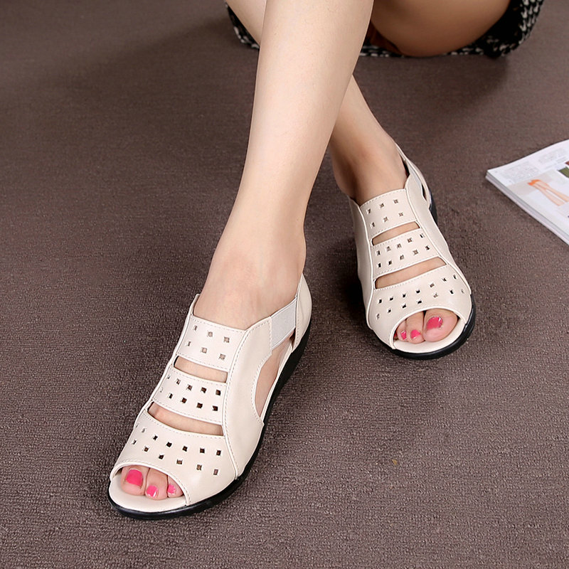 ФОТО 2017  new leather women's sandals flat bottom shoes soft base mother shoes in the elderly with the hollow fish head shoes