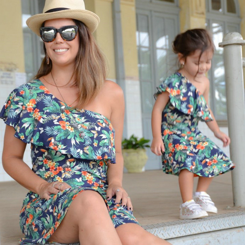 Family Look Matching Mother And Daughter Dresses Shoulder off Sleeve Beach Mommy And Me Clothes Swimsuits Outifits Mom Kids Girl (7)