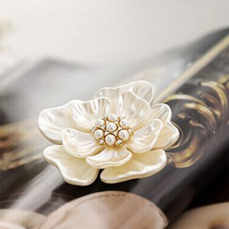 Gold Color Flower Brooch Pins Shell Crystal Brooches Women Rhinestone Zircon Jewelry Peony Badges Fashion Clothes Accessories