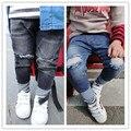 Новый 2017 Оптовая весна мода хлопка младенца колено отверстие джинсовые брюки