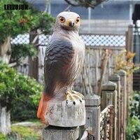 Lifelike hawk decoy scares away birds scarecrow garden decoration figurine
