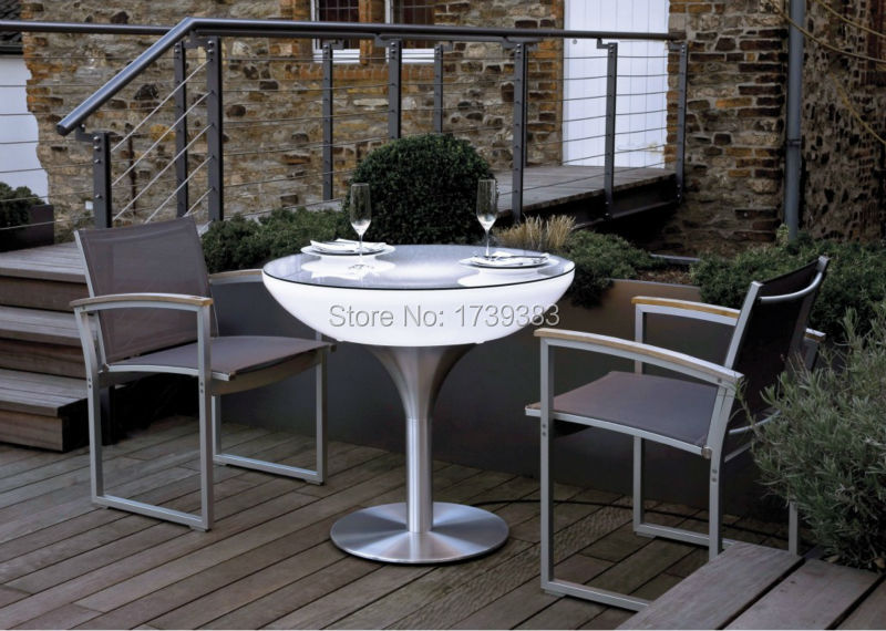 07-07-02-Lounge-75-Outdoor-White-reduced-size-1030x733
