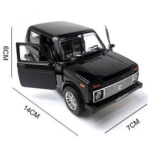 Image 5 - סגסוגת Diecast רכב 1:28 סולם לאדה ניבה 1:32 סולם Priora/2106 דגם רכב אספנות צעצוע למשוך בחזרה רכב עם קול & אור