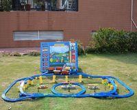 Envío libre! Tomy Tren Eléctrico Thomas juguetes Thomas y amigos set trackmaster tren de ferrocarril para el regalo de los niños