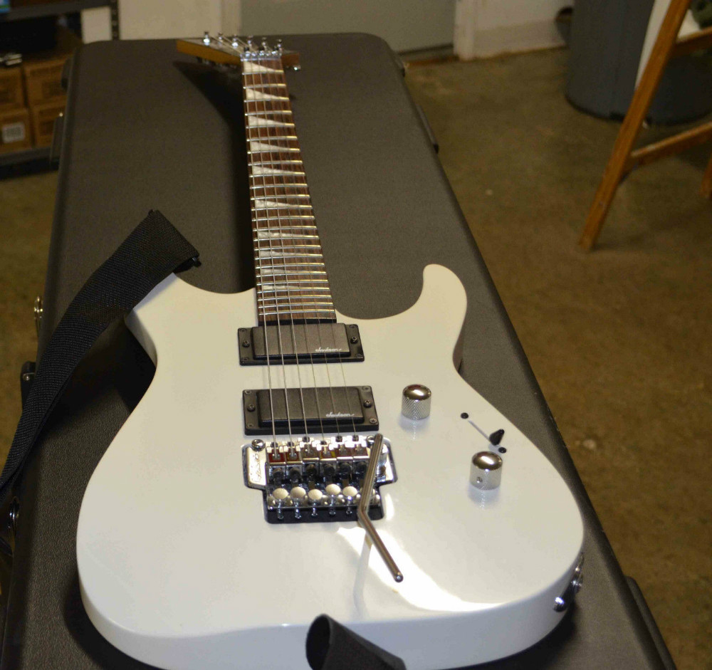white jackson electric guitar with floyd rose tremolo bar ready to rock in guitar from sports. Black Bedroom Furniture Sets. Home Design Ideas