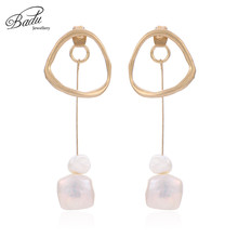 Badu Long Gold Silver Metal Dangle Earring Irregular Simulated Shell Pearl Drop Earrings for Women Fashion Jewelry Christmas
