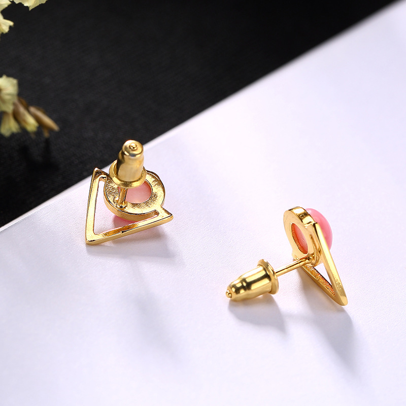 Pure Silver Gilded Natural Queen Queen Shell Geometric Nail, Sweet Temperament, All Kinds Of Ear Accessories Wholesale