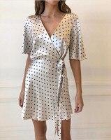 Белый черный пятно печатных v образным вырезом короткий рукав для женщин летние атласные мягкие обёрточная бумага мини платье белы