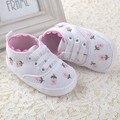 Bonito Flores Brancas 2016 Sapatos Da Menina Da Criança Do Bebê Sapatos de Berço sapatos de Melhor Qualidade 11 CM 12 CM 13 CM Bebês Calçado Primeira Walker 3371
